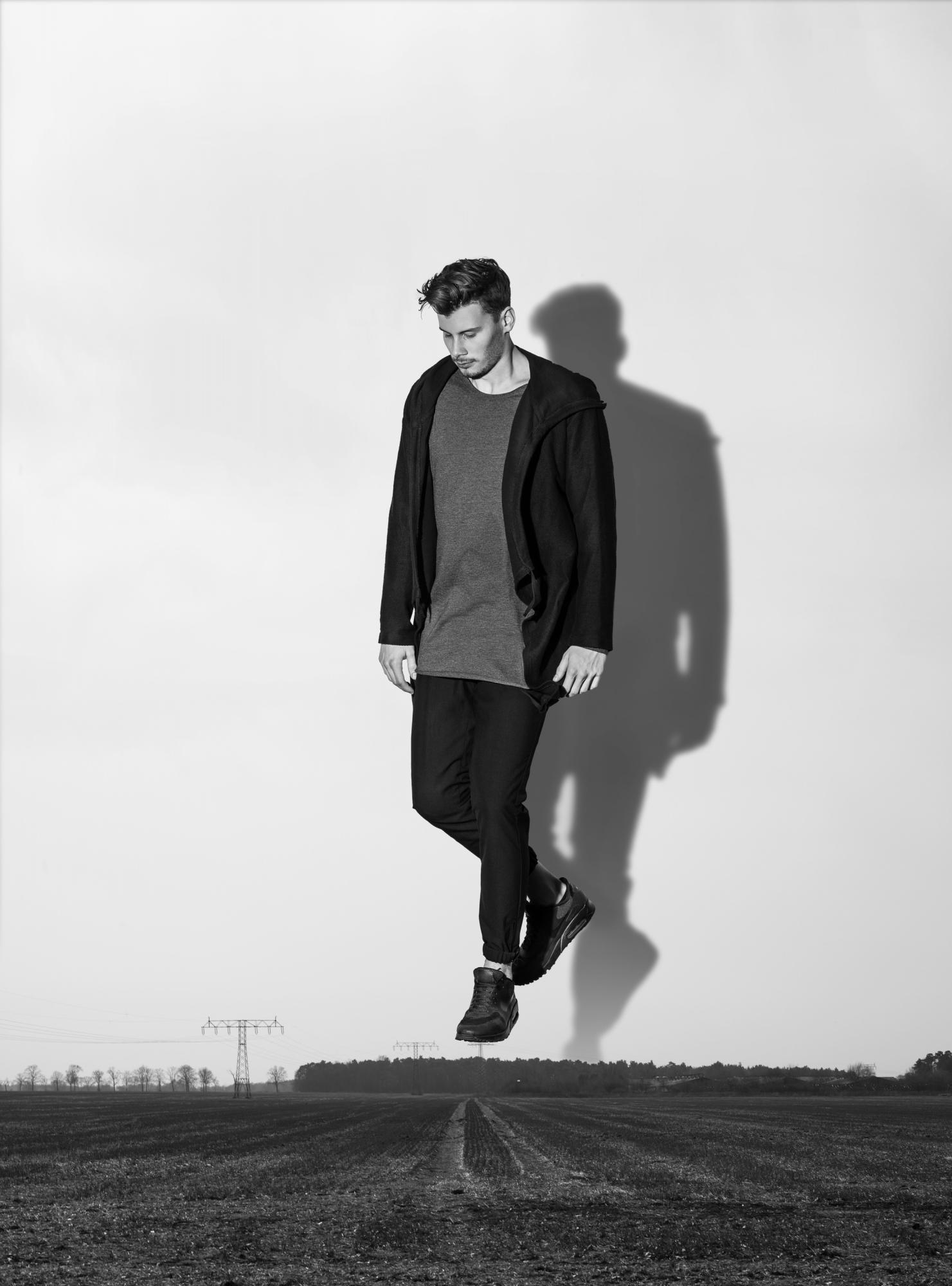 Sonjamueller_levitating_02a