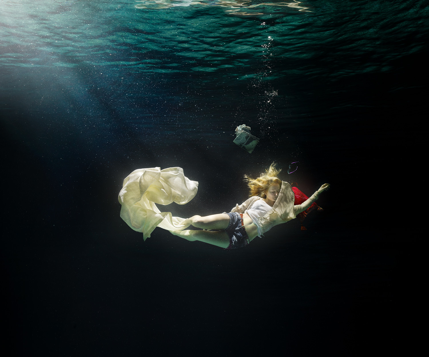 AD_underwater_woman